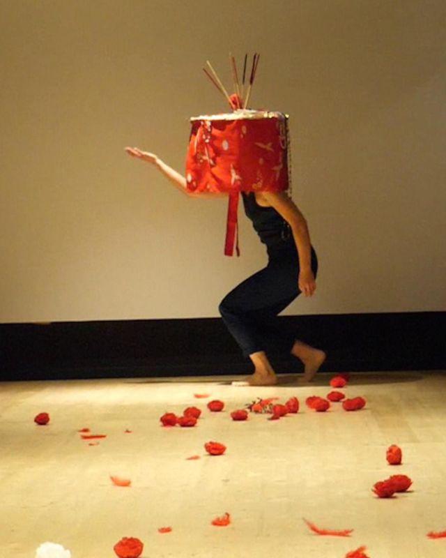 """Après Marta Izquierdo Munoz la semaine dernière, c'est au tour d'Akiko Hasegawa d'occuper le studio de POLE-SUD pour travailler sur son prochain solo """"Haré Dance""""."""